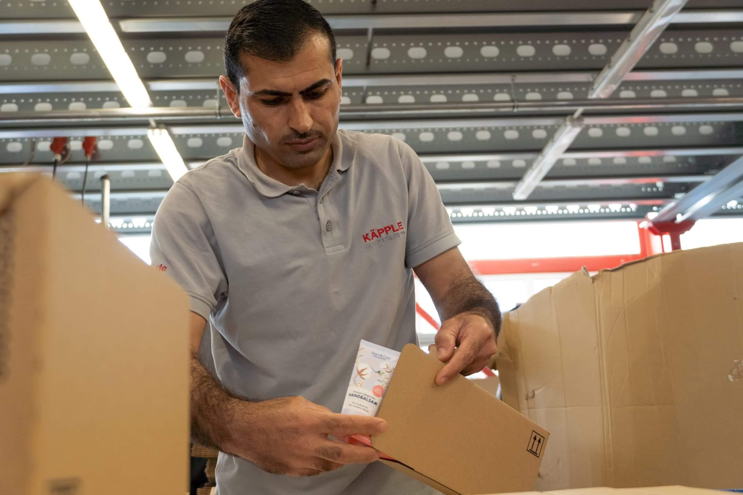 Verpacken1 scaled lohnverpackung lohnfertigung nacharbeit lohnsortierung fulfillment beutelverpackung scaled